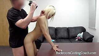 Divine Mantis does the most lustful deepthroat casting